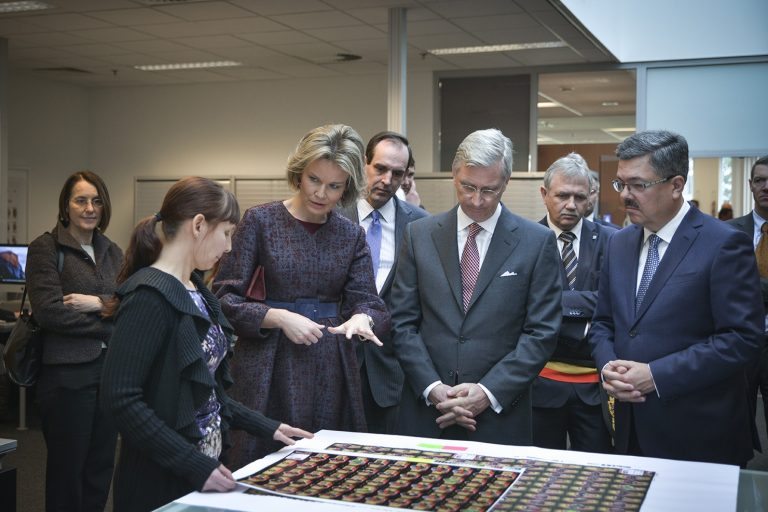 Queen Mathilde and King Filip listening to explanation of prepress department Cartamundi