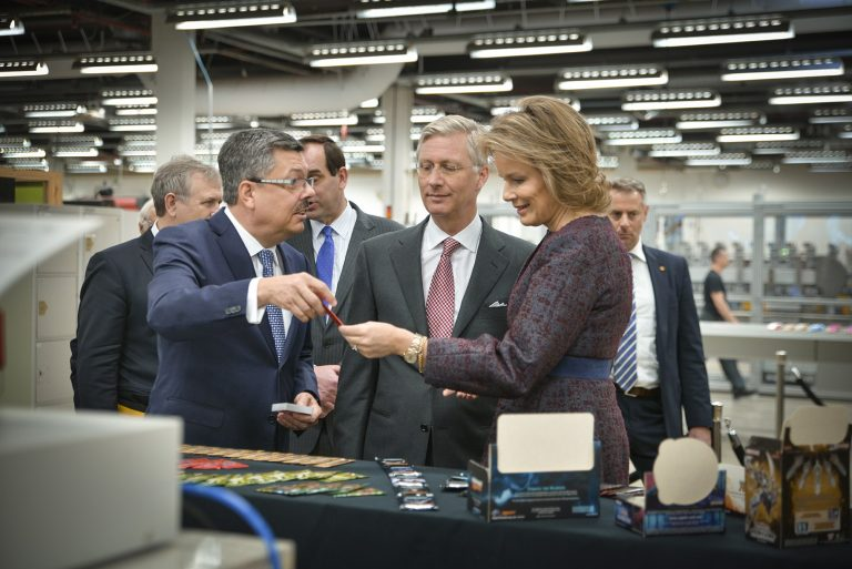 King Filip and Queen Mathilde in the card making department at Cartamundi headquarters